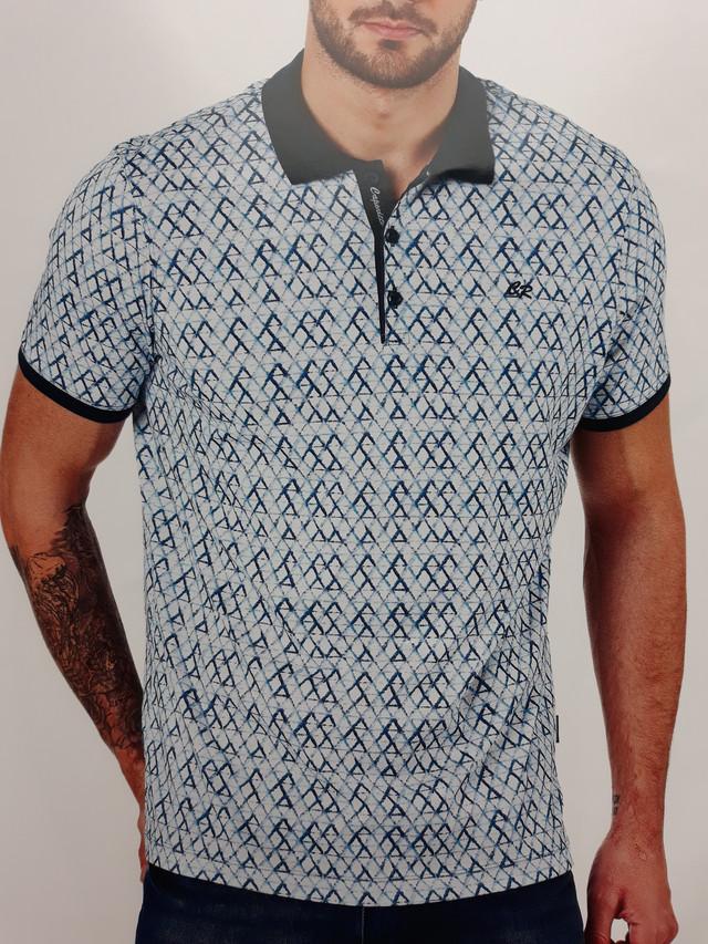 4b5b6a2d56ca519 Стильная трикотажная мужская рубашка с коротким рукавом и принтом синего  цвета новой коллекции весна-лето 2018 года. Расцветка в виде  геометрического узора ...