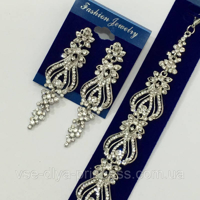 Комплект удлиненные вечерние серьги   и браслет под серебро, высота 7 см.