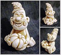 """Глиняна фігурка """"Не засватаний"""",  Глиняная статуэтка З гарбузом, статуетка в дім, розміри фігурки: 7х6х3 см."""