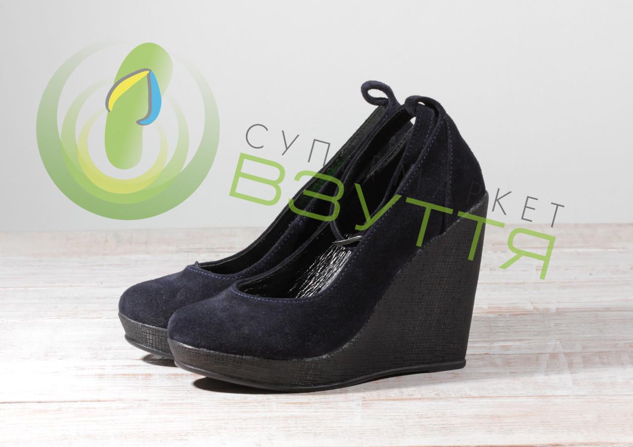 Замшевые женские туфли на танкетке Red Queen 06185 с-з