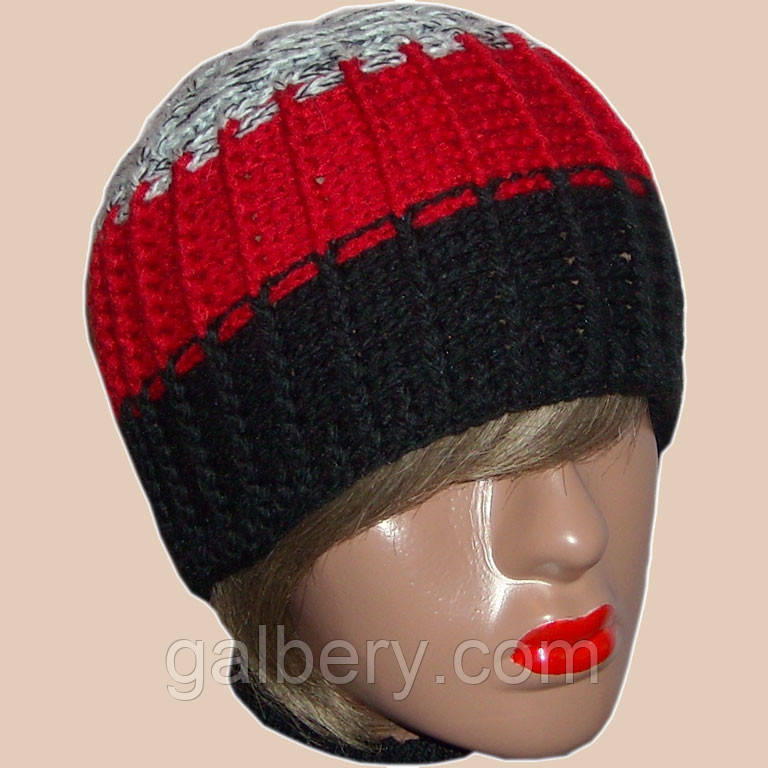 Зимняя шапка объемной ручной вязки