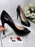Черные летние туфли с открытым носком в наличии
