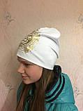 Подростковая трикотажная шапка с золотистым принтом для девочки, фото 2