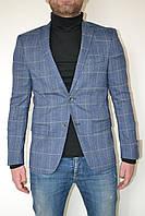 Синий мужской пиджак в клетку