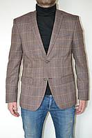 Коричневый мужской пиджак в клетку