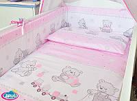 Защита бампер в детскую кроватку Мишка игрушка розовый