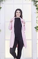 Светло-розовое пальто из шерсти с брошкой батал