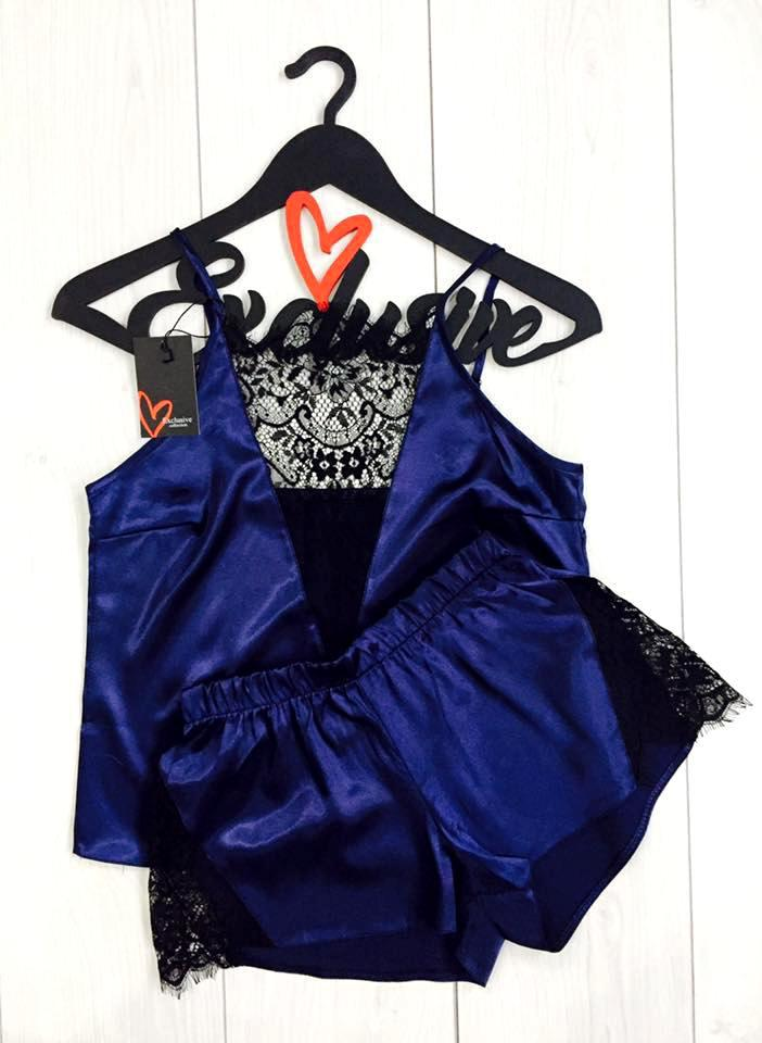 Шелковая синяя майка с шортами для сна