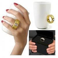 Чашка с кольцом и бриллиантом