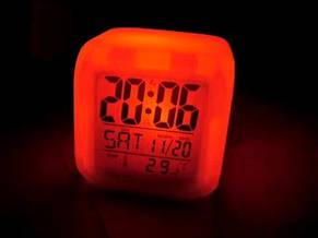 Светящиеся часы-хамелеон Кубик, ночник с будильником, термометром и календарём, 7 цветов подсветки CX-508, фото 3