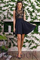 Жаккардовое платье с бантом и пайетками