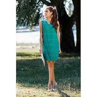 Зеленое летнее платье полу-приталенного силуэта, с красивым узором
