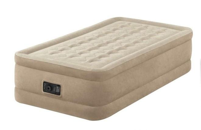 Односпальная надувная кровать Intex + встроенный электронасос 220V 99x191x46 см (64456)