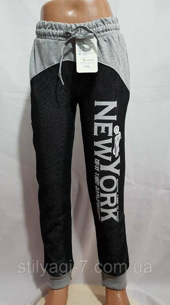 Спортивные штаны для мальчика на 5-8 лет темно серого цвета с надписью, на манжете оптом