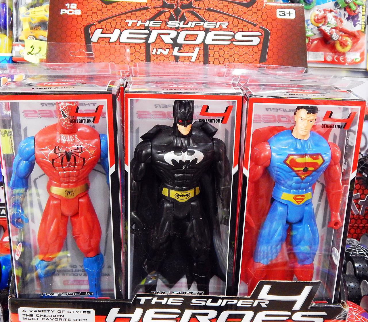 Супер герои: Человек паук, Бетмен,Супермен.