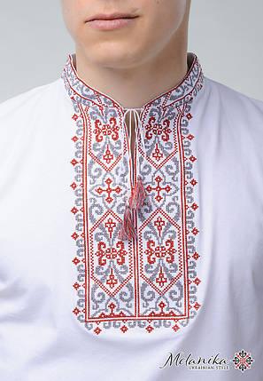 Вышитая футболка с коротким рукавом белого цвета «Король Данило (вишневая вышивка)», фото 2