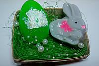 """Набор сувенирного мыла """"Пасхальный кролик и яйцо """" в корзинке из шпона"""