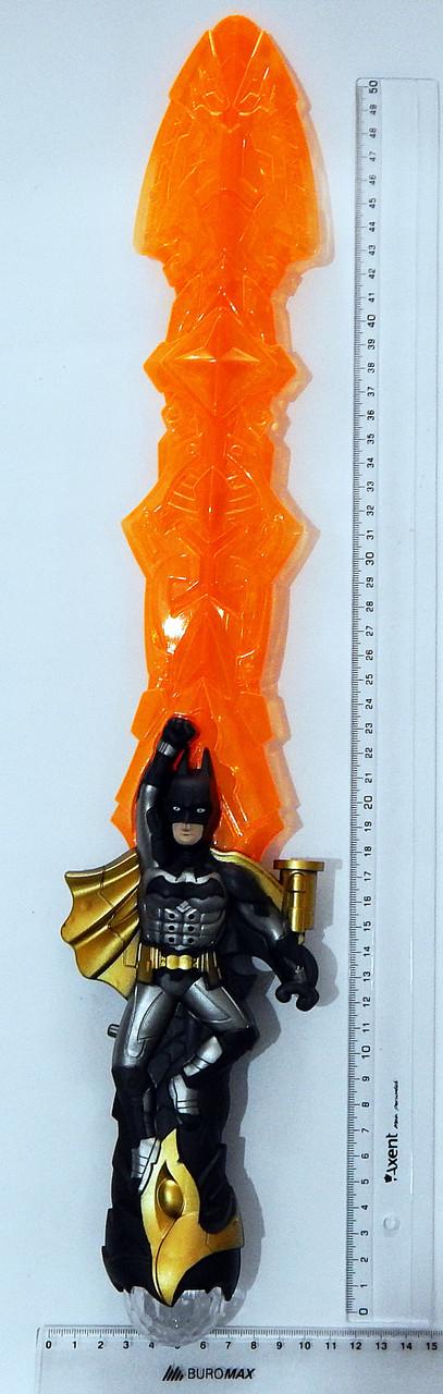 Светящийся меч Бетмен