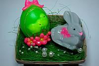 """Набор сувенирного мыла """"Пасхальный кролик и яйцо с цыплятами"""" в корзинке из шпона"""