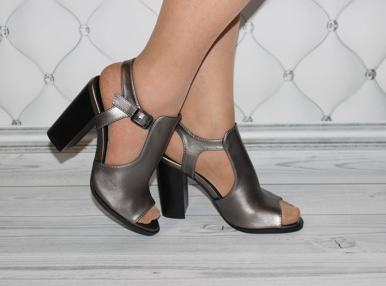 Женские босоножки серые на каблуке размер 38