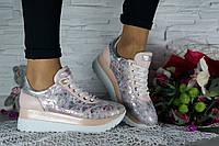 Модные женские кроссовки из натуральной кожи