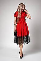 Красное женское платье с гипюром и коротким рукавом