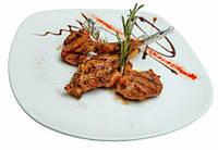 Ребра баранины с малиновым и бальзамическим соусом