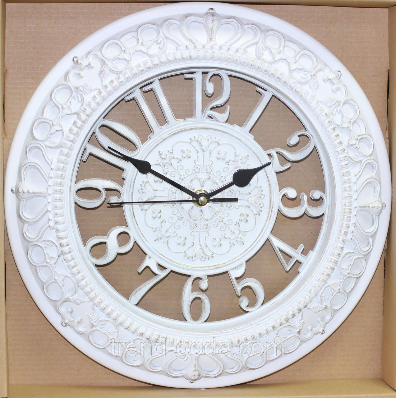 Часы белые настенные, большие цифры, два круга с рисунком, диаметр 30 см