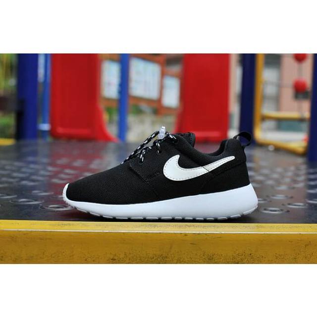 a07935936693 Детские кроссовки Nike Roshe Run Black White, цена 950 грн., купить ...