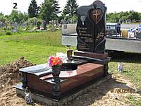 Ексклюзивний пам'ятник на могилу з граніту червоного та чорнго кольору