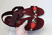 Женские босоножки с вышивкой бордо