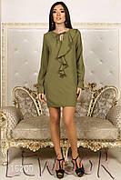 Красивое платье из крепа с воланом и рукавами колокол