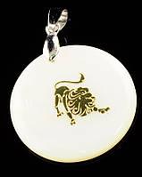 Знак зодиака кулон Лев на белом перламутре