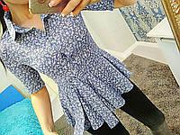 Синяя женская котонновая блуза с слегка расклешенным низом с принтом. Арт-6279/8