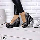 Женские летние туфли на шикарной танкетке никель и черные, фото 3
