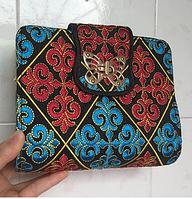 Женская сумка-клатч с вышивкой