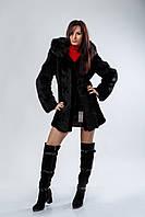 Куртка с капюшоном из черного мутона, комбинированного с черной лисой.