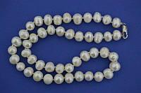 Бусы из белого речного жемчуга, диаметр 9-10 мм, длина 45 см.