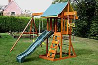 Маленький детский домик из дерева