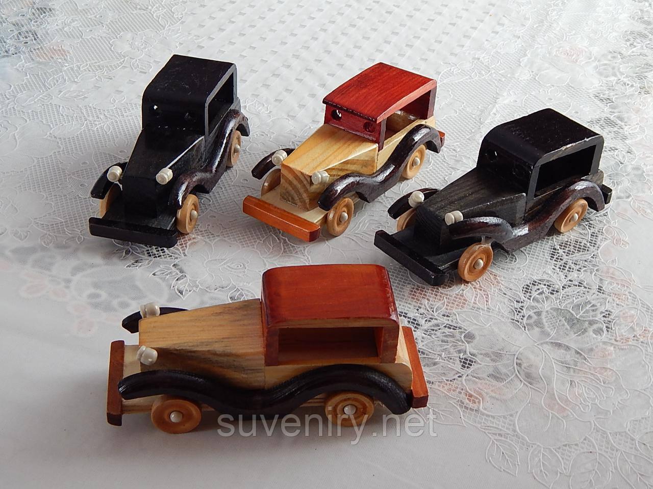 Деревянные сувенирные машины разные цвета