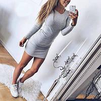 Платье мини с длинным рукавом облегающее серое