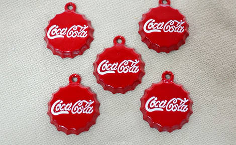 Пришивной декор Coca-Cola арт.25207, цена за упаковку (25шт.)