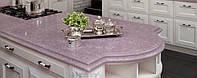 Интерьер кухни с использованием искусственного (кварцевого) камня Caesarstone 1420 Queen of Hearts