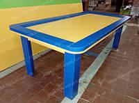 Стол из ДСП для демонстрации детских игрушек.