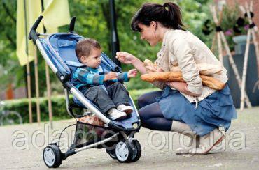 Прогулки с малышом: преимущества колясок-тростей