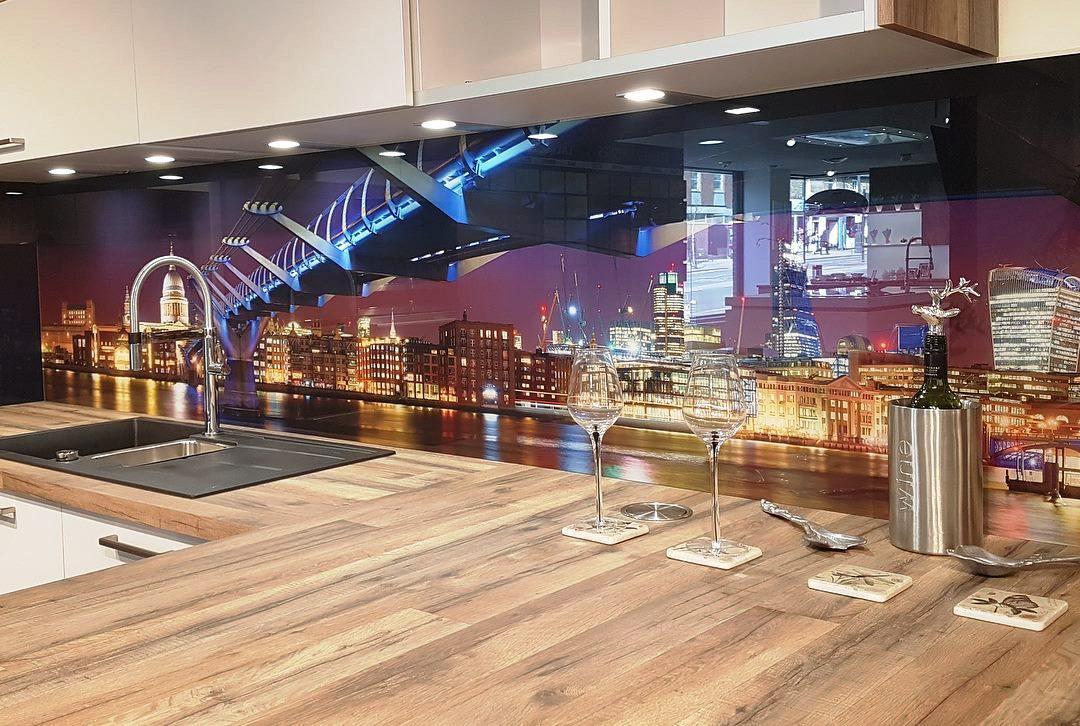 Кухонный фартук из стекла с изображением моста ночногогорода