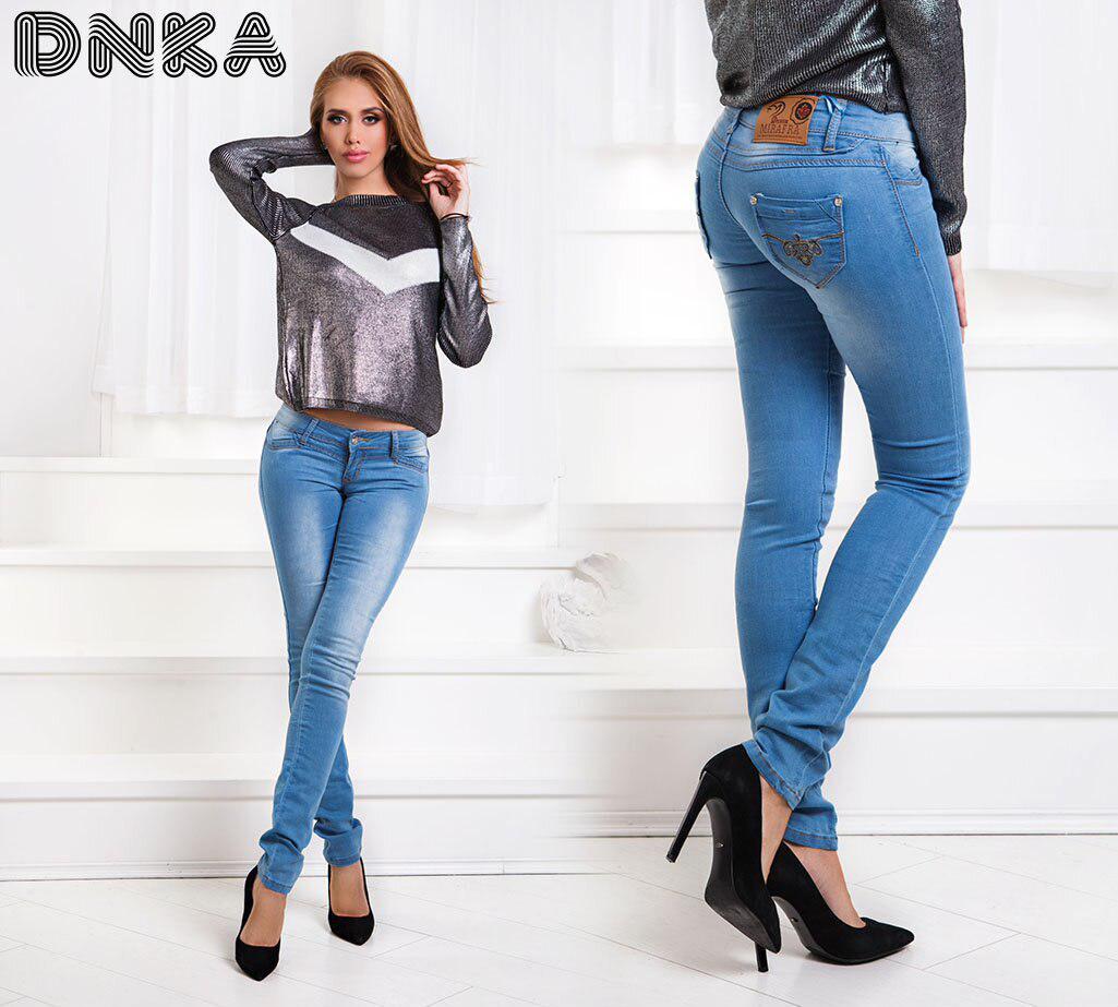 Удобные светлые джинсы