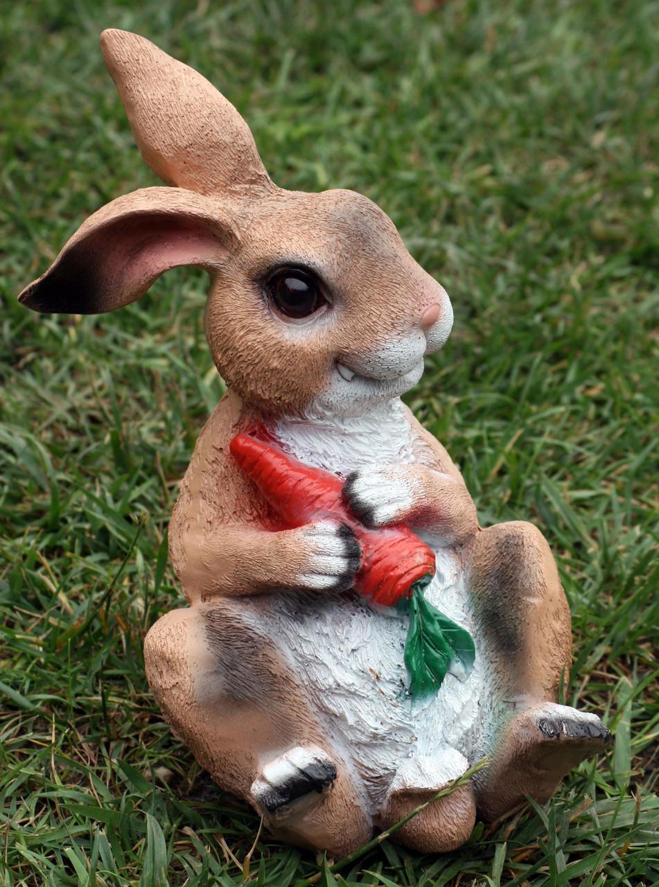 Заяц сидячий с морковкой H-25см