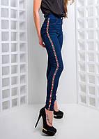 Женские джинсы в стиле Gucc с бусинками  расцветки АМН-1803.074