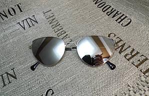 Зеркальные очки с серыми линзами